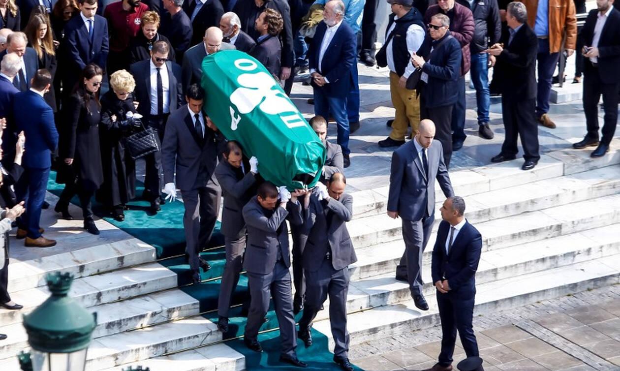 Το «τελευταίο αντίο» στον Θανάση Γιαννακόπουλο - Ήταν όλοι εκεί για τον «Τυφώνα» (pics+vids)