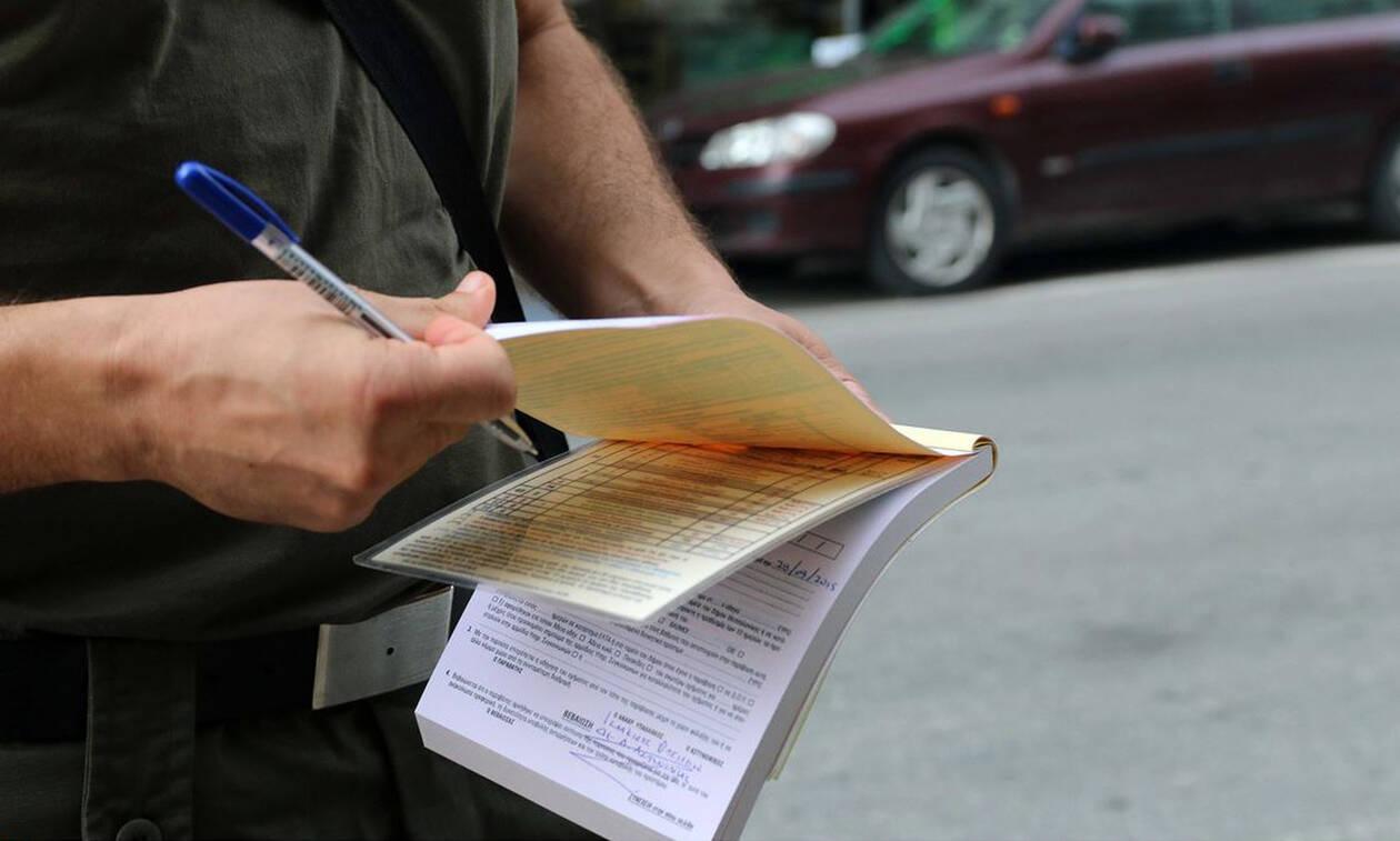 Τροχαία: Eκατοντάδες κλήσεις σε οδηγούς που μιλούσαν στο κινητό