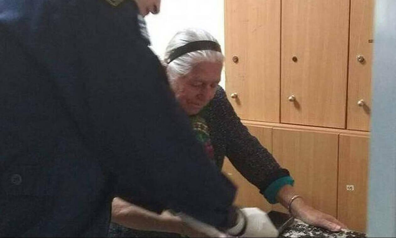 «Παγώνει» το πρόστιμο των 200 ευρώ στην 90χρονη γιαγιά που πουλούσε «τερλίκια»