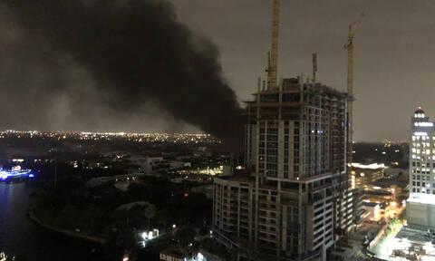 ΗΠΑ: Στο σκοτάδι το Φορτ Λόντερντεϊλ στη Φλόριντα από πυρκαγιά σε υποσταθμό (vids)