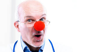 Το ανέκδοτο της ημέρας: Τα υπόθετα, ο γιατρός και η παρεξήγηση