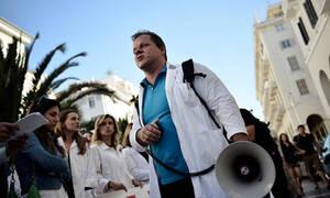Греческие врачи проводят акцию протеста