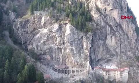 Τεράστιος βράχος απειλεί να ισοπεδώσει την Παναγία Σουμελά (vid)