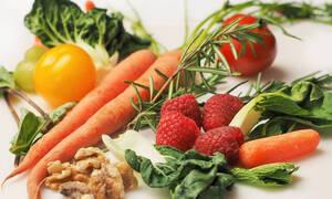 Προσοχή! Αυτά είναι τα «βρώμικα» φρούτα και λαχανικά που πρέπει να αποφεύγετε
