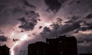 Καιρός: Προσοχή! Έρχεται ραγδαία επιδείνωση με καταιγίδες, θυελλώδεις ανέμους, χαλάζι και κρύο