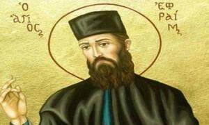 Είδε τον άγιο Εφραίμ με ένα μαύρο καπέλο αρχιερατικό με κεντημένο ένα κόκκινο σταυρό