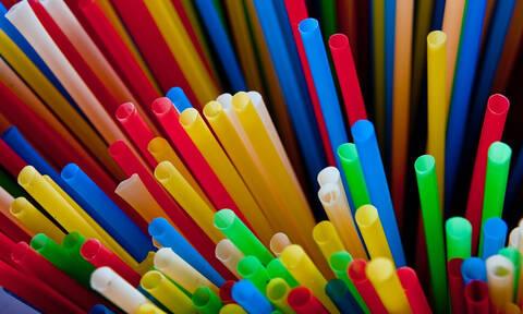 Οριστικό: Τέλος τα πλαστικά καλαμάκια – Δείτε πότε καταργούνται