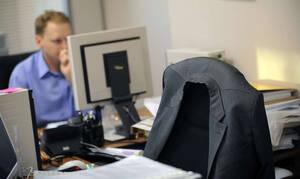 Россияне назвали самые раздражающие привычки коллег