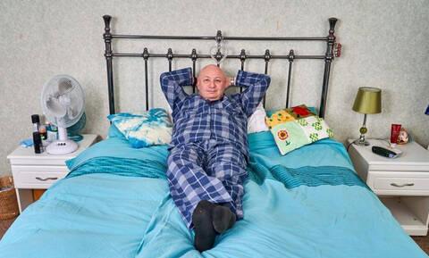 Δεν θα πιστεύεις πόσα χρόνια έχει να κοιμηθεί αυτός ο άντρας! (vid)
