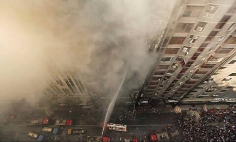 Κόλαση φωτιάς στο Μπαγκλαντές: Πηδούν από κτήριο 19 ορόφων για να σωθούν - Ένας νεκρός (pics+vid)