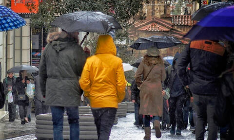 Low temperatures, rainstorms and strong winds expected through weekend