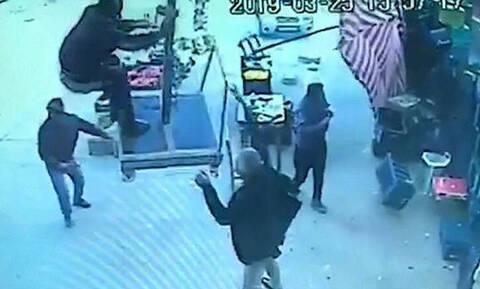 Αδιανόητο βίντεο: Τούρκος ανεβαίνει πάνω σε ομπρέλα και απογειώνεται από τον άνεμο!