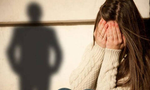 ΣΟΚ στην Κρήτη: 12χρονη προσέφερε... ερωτική παρέα για 10 ευρώ!
