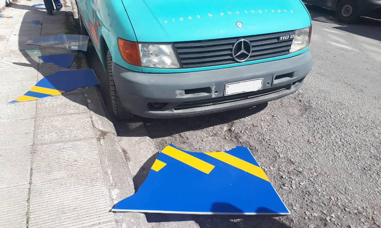 Κοζάνη: Γλίτωσε από πινακίδα που έπεσε από τον... ουρανό αλλά τον πάτησε αυτοκίνητο (pics)