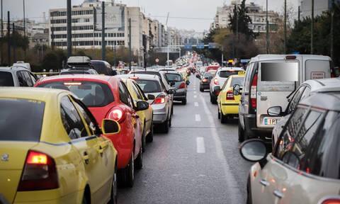 Επικίνδυνη πινακίδα προκάλεσε χάος στη Λεωφόρο Συγγρού – Άνοιξε το ρεύμα ανόδου (pics)