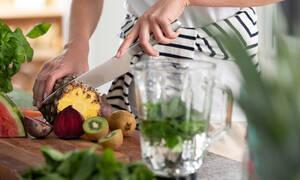 Τόσο καιρό κόβατε λάθος αρκετά φρούτα και λαχανικά (vid)