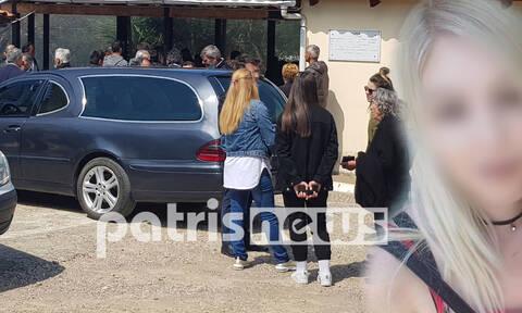Ηλεία: Θλίψη στην κηδεία της 22χρονης φοιτήτριας - Θρίλερ με το θάνατό της στο Αιγάλεω