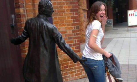 Όταν οι γλύπτες έφτιαχναν αυτά τα αγάλματα δεν είχαν ιδέα τι θα έκαναν κάποιοι άνθρωποι μαζί τους