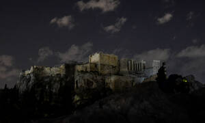 «Ώρα της Γης»: Στο σκοτάδι «βυθίστηκε» η Αθήνα – Δείτε φωτογραφίες