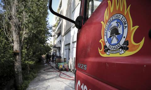 Φωτιά σε αποθήκη στο Κορωπί