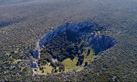 Μυστηριώδης κρατήρας στη Βοιωτία διχάζει τους επιστήμονες: Τι είναι;