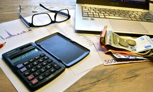 Οδηγός φορολογικών δηλώσεων: Οι αλλαγές, οι παγίδες και οι κωδικοί για μείωση φόρου