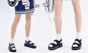 Ugly Sandals: Τα παπούτσια της άνοιξης που φοράνε οι πιο στιλάτες γυναίκες στην Ευρώπη