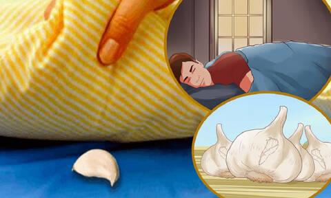 Βάζει κάθε βράδυ μια σκελίδα σκόρδο κάτω απ' το μαξιλάρι! Δεν αποκλείεται να το δοκιμάσετε κι εσείς