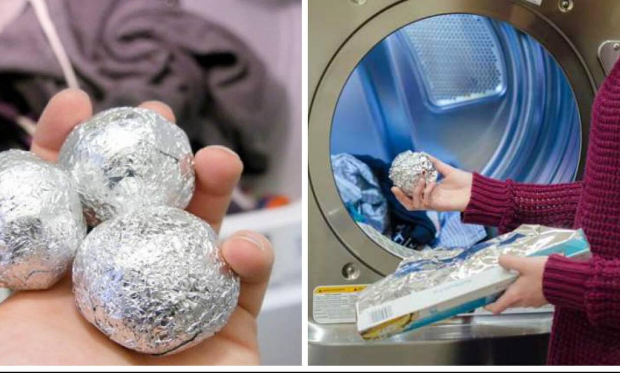 Μπορείτε να φανταστείτε για ποιο λόγο βάζει τρεις μπάλες αλουμινόχαρτο στο πλυντήριό της; (video)