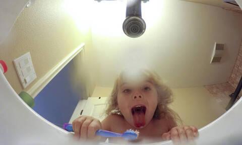 Ερευνητές αποκαλύπτουν γιατί οι γονείς δεν πρέπει να πετάνε τα παιδικά δόντια
