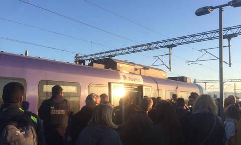 Τρόμος για τους επιβάτες του Προαστιακού από απότομο φρενάρισμα (pics)
