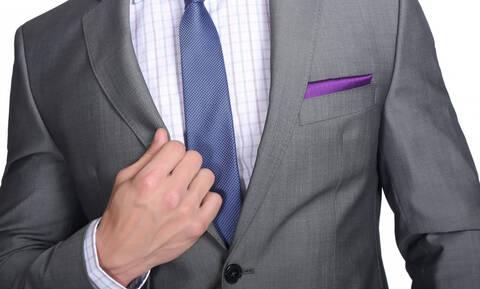Δεν σου κάνει το κοστούμι που αγόρασες πέρυσι; Αυτή είναι η λύση για να να σου ταιριάξει... γάντι!