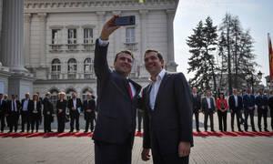 Τσίπρας από τα Σκόπια: Οφείλουμε να δείξουμε ότι οι λαοί μας έχουν μόνο να κερδίσουν
