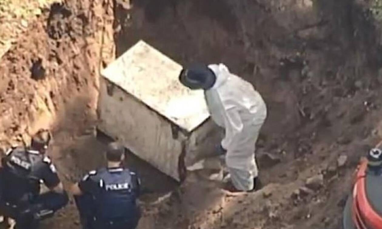 Το θαμμένο ψυγείο στην αυλή έκρυβε μυστικό - Θρίλερ με αυτό που βρήκαν (pics)