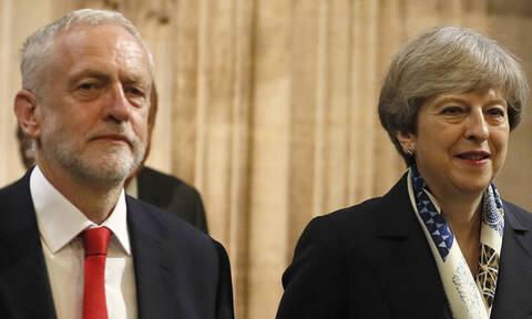 Θρίλερ δίχως τέλος για το Brexit: Ο Κόρμπιν αποδέχεται την πρόταση της Μέι για διάλογο