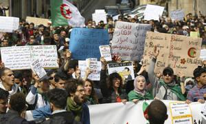 Αλγερία: Παραιτήθηκε ο προέδρος Μπουτεφλίκα - Στους δρόμους εκατοντάδες διαδηλωτές (pic)