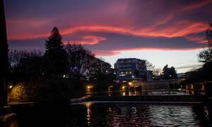 Καιρός τώρα: Τα σύννεφα σκεπάζουν τη χώρα - «Χτυπά» την Ελλάδα η νέα κακοκαιρία