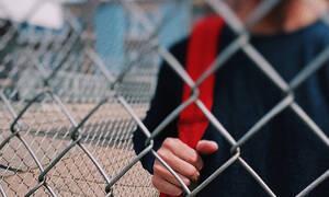 Στα κάγκελα μαθητές και γονείς για το «κουδούνι στις εννιά»
