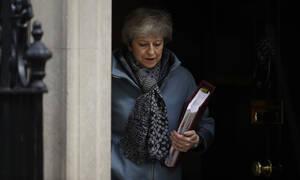 Brexit: Η Μέι ζητά τη βοήθεια του Κόρμπιν για την επίλυση του «γόρδιου δεσμού»