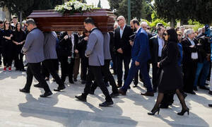 Κηδεία Βασίλη Λυριτζή: Θρήνος στο «τελευταίο αντίο» στο γνωστό δημοσιογράφο