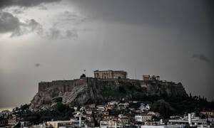 Καιρός - Προειδοποίηση Καλλιάνου: Έρχεται βαρομετρικό χαμηλό με καταιγίδες και σκόνη