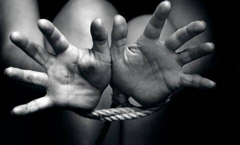 Κρήτη: «Με υποχρέωναν να πηγαίνω με δύο-τρεις άνδρες καθημερινά»