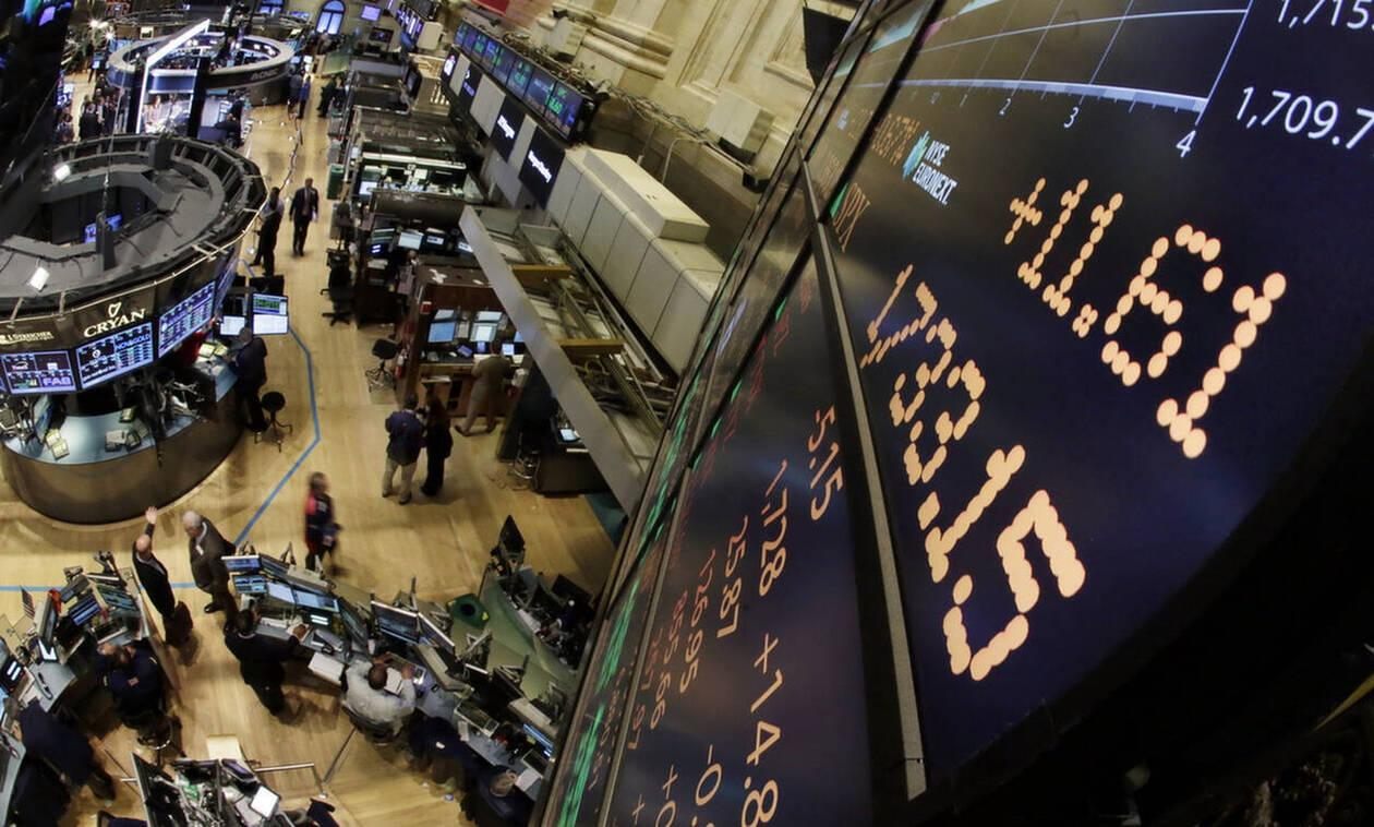 Σε κοντινή απόσταση από τα ρεκόρ η Wall Street - Πτώση στην τιμή του πετρελαίου