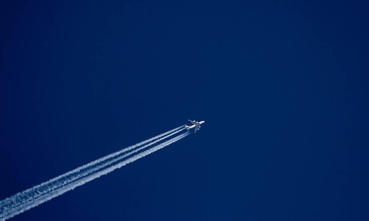 «Θρίλερ» στον αέρα: 33χρονη βρέθηκε νεκρή σε πτήση 16 ωρών