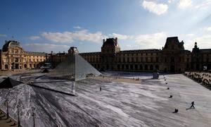 Μοναδικές εικόνες! Η... οφθαλμαπάτη για τα 30 χρόνια της Πυραμίδας του Λούβρου (vid)