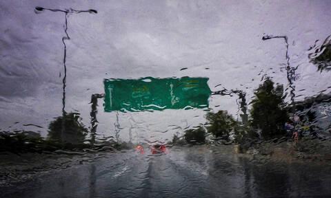 Καιρός: Επιδείνωση με ισχυρές καταιγίδες - Πού και πότε θα «χτυπήσουν» έντονα φαινόμενα (pics+vid)