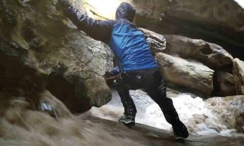 Ηθελαν να εξερευνήσουν ένα ποτάμι μέσα σε βράχους. Ξαφνικά άνοιξαν οι ουρανοί... (video)