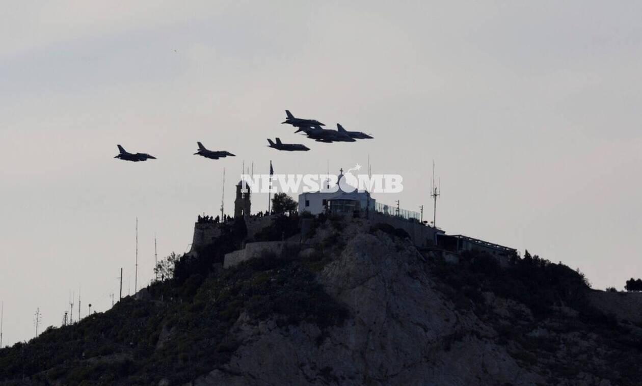 Μαχητικά αεροσκάφη πάνω από την Αθήνα: Τι συνέβη - Εντυπωσιακές εικόνες