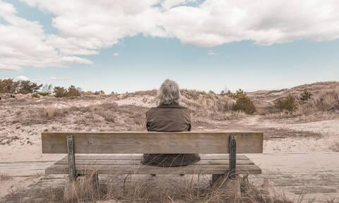 Συντάξεις χηρείας: Επανέρχονται στο 70% - Kαταργείται το ηλικιακό όριο
