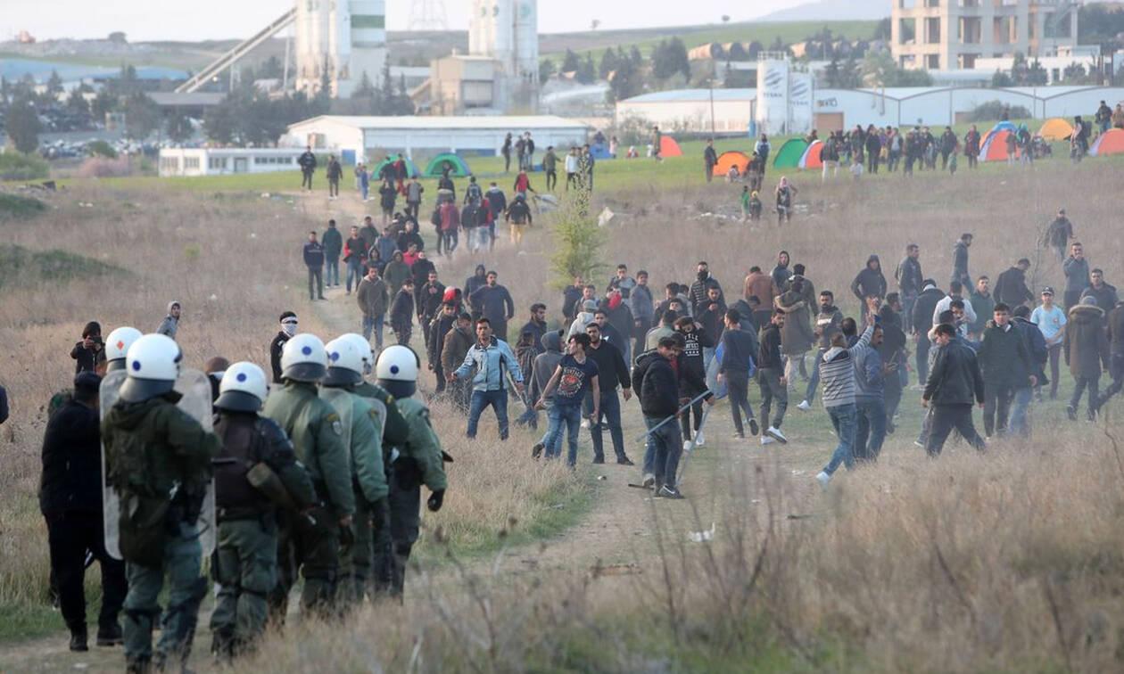 Χάος στα Διαβατά: Επεισόδια μεταξύ αστυνομικών και προσφύγων - Ένας τραυματίας (pics&vids)